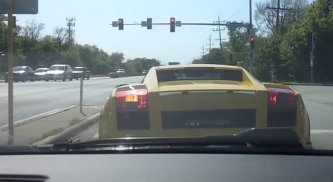 Lamborghini Gallardo: żółte, na światłach