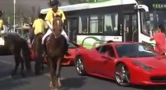 Ferrari 458 Italia i koń