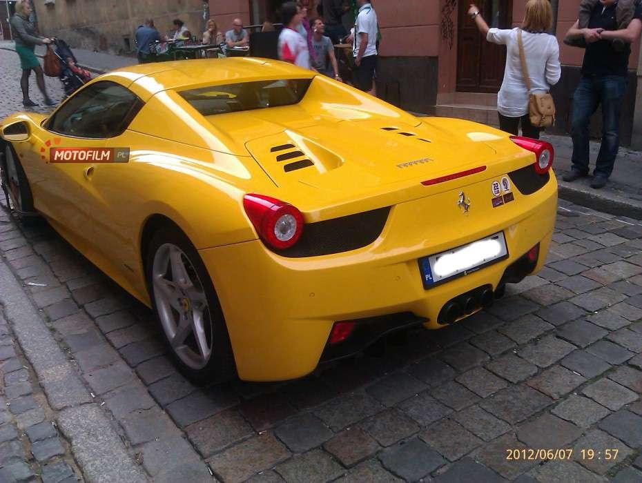 Ferrari 458 Italia blokada na kołach