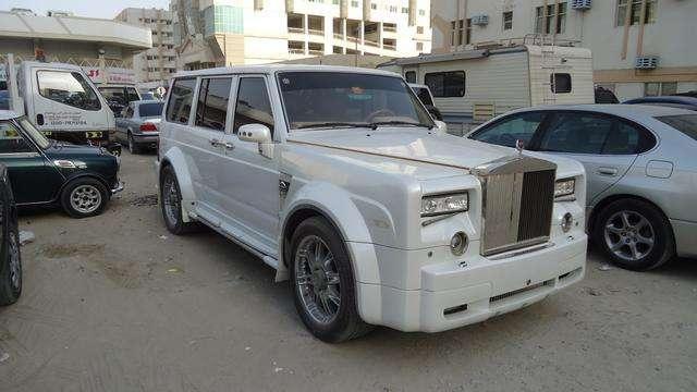 Rolls Royce Phantom i Nissan Patrol replika