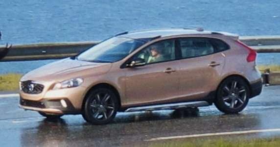 Volvo XC40 bez kamuflażu