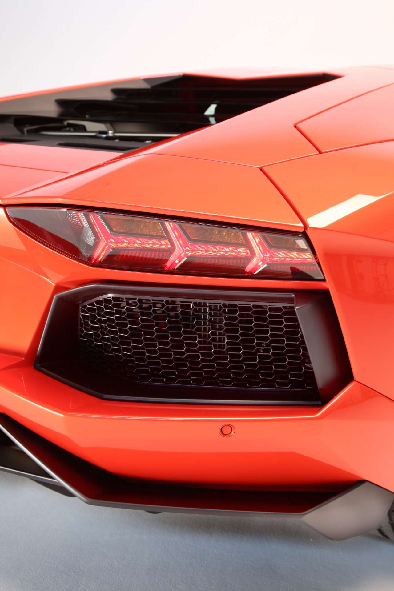 Lamborghini Aventador oficjalnie 80 fot luty 2011