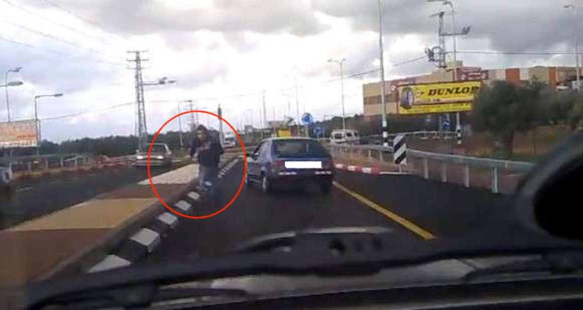 Kierowca atakujący innego kierowce