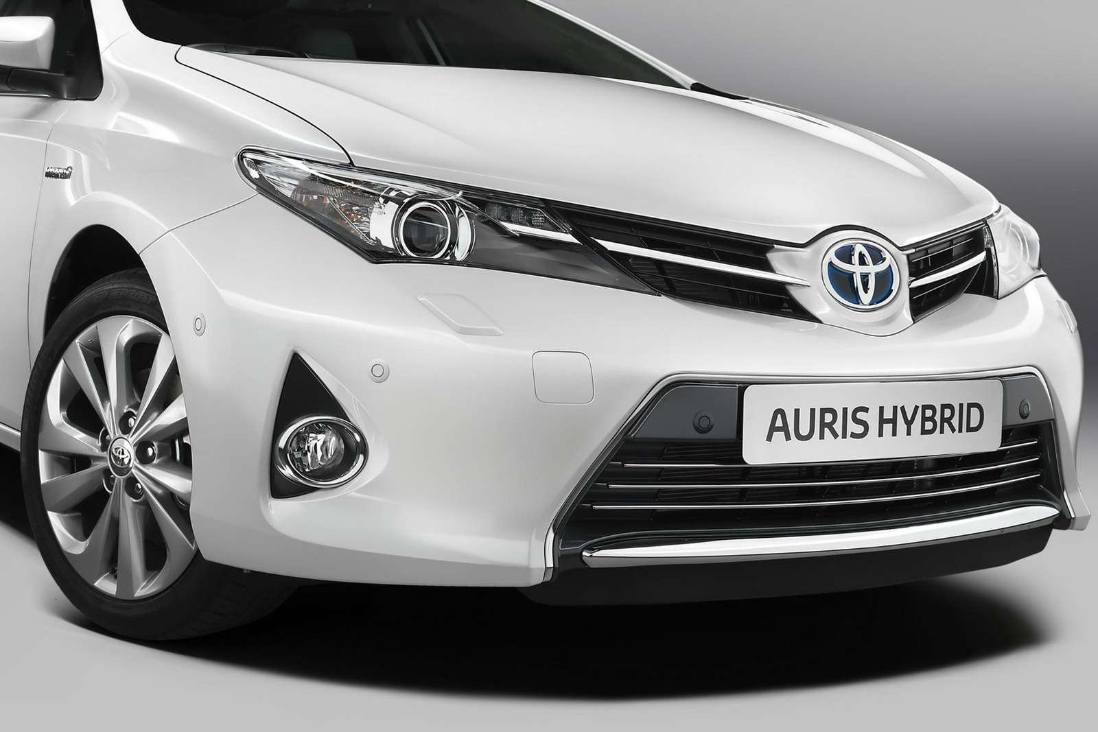 nowa toyota auris i auris hybrid 2013 oficjalnie ujawnione debiut w pary u motofilm. Black Bedroom Furniture Sets. Home Design Ideas
