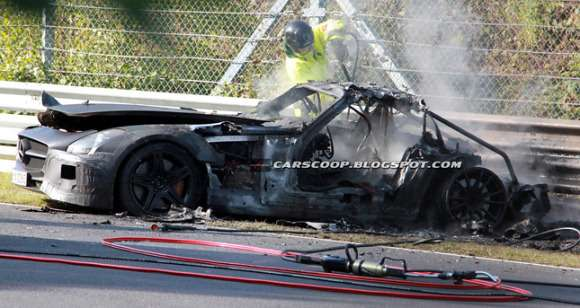 Prototypowy Mercedes SLS AMG Black Edition crash