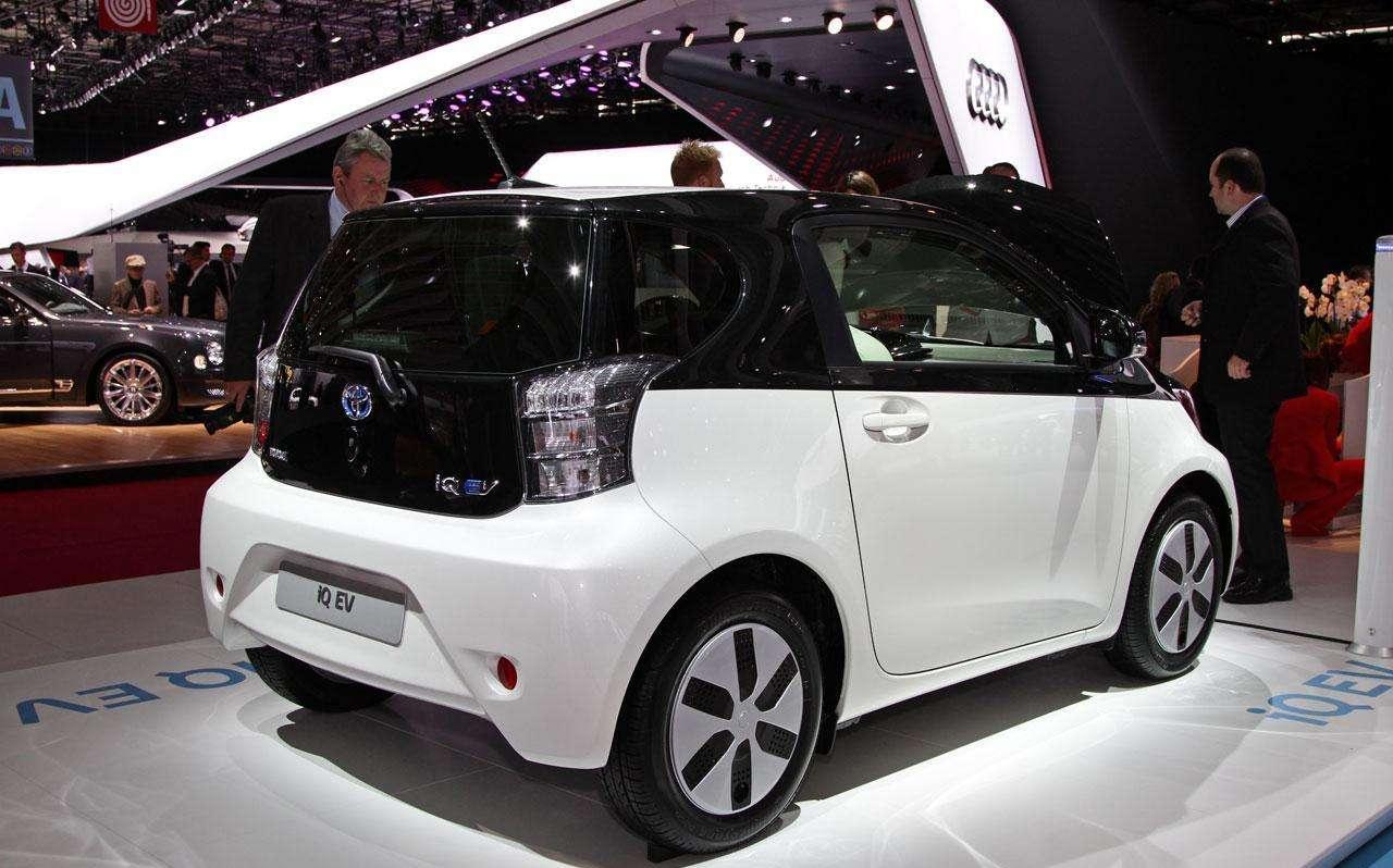 Toyota IQ EV Live in Paris 2012