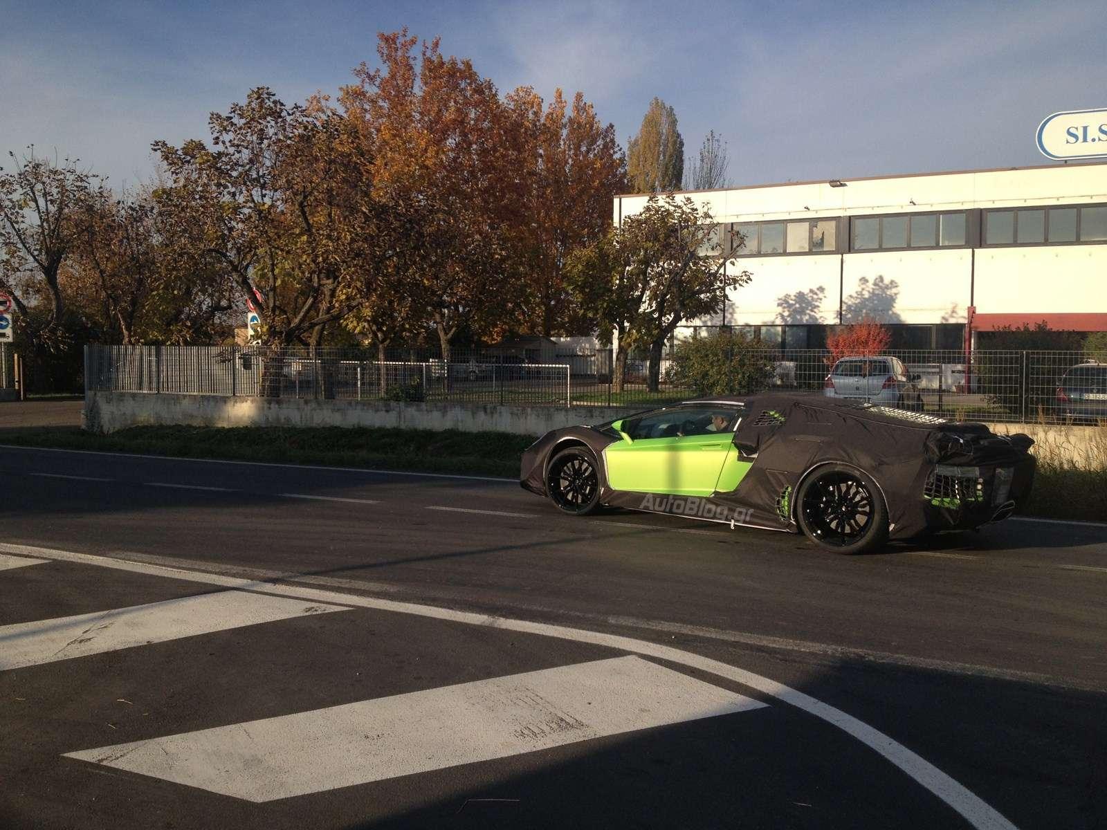 Lamborghini Aventador Roadster Spy Photo