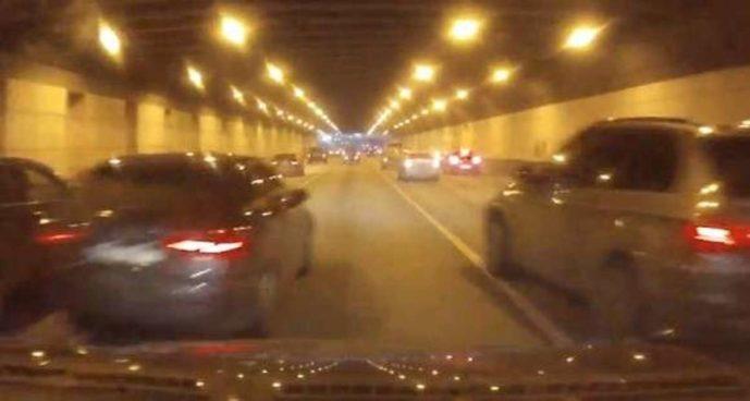 Audi vs. BMW: wypadek podczas wyścigu ulicznego