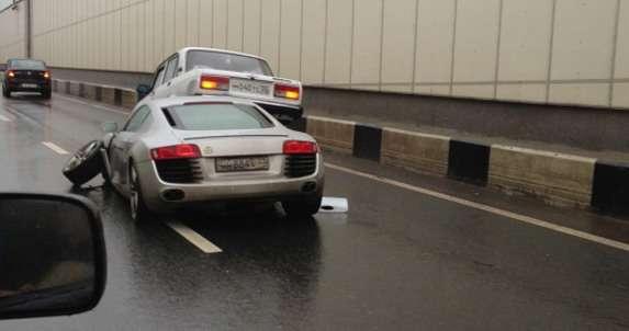 Audi R8 V8 uderza w Ładę wypadek