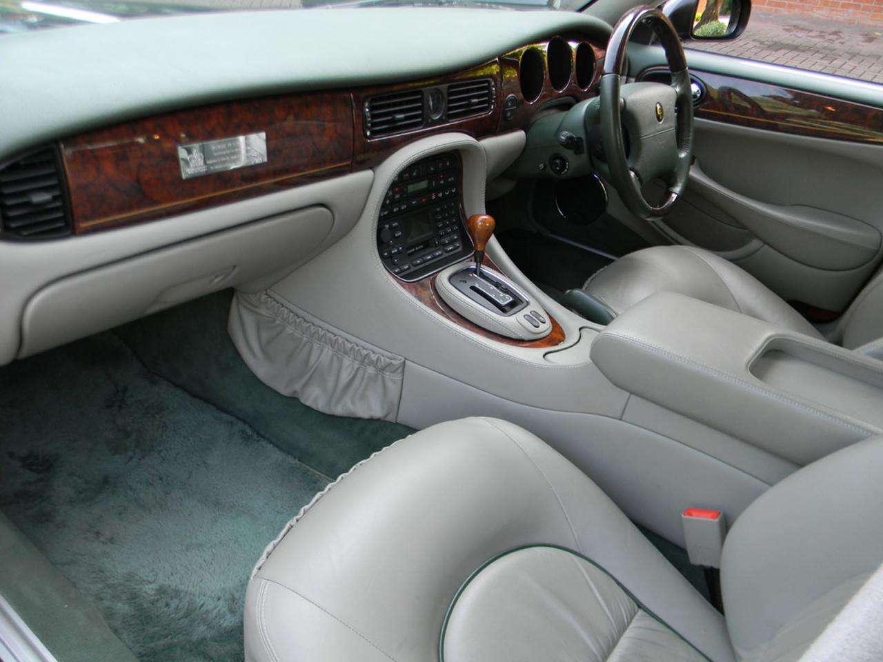 Daimler Super V8 LWB Elżbieta II
