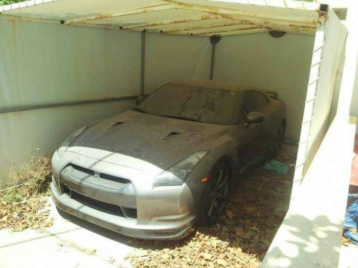 Nissan GT-R opuszczony