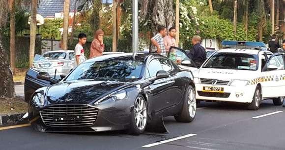 Aston Martin Rapide S rozbity