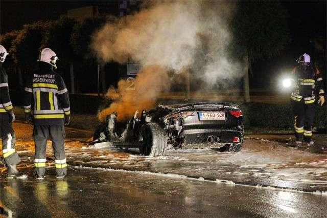 Jaguar F-Type spalony w Belgii