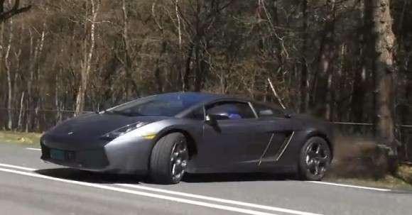 Lamborghini Gallardo prawie na drzewie