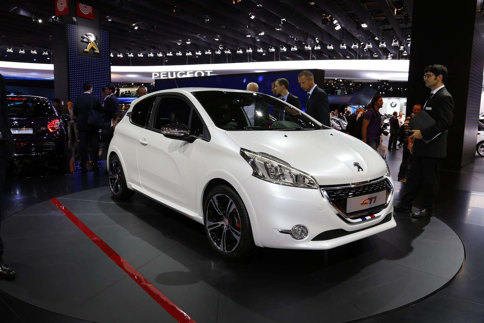 Peugeot 208 GTi Live in Paris 2012