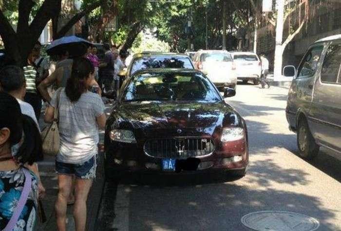 Porsche Cayenne Maserati Quattroporte crash