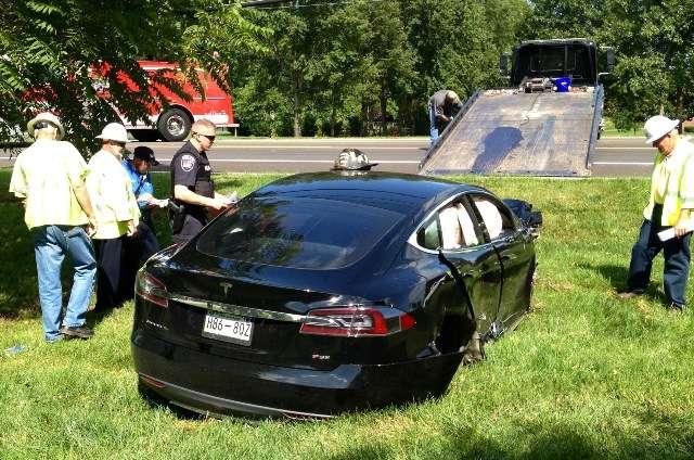 Tesla Model S rozbita w Tennessee