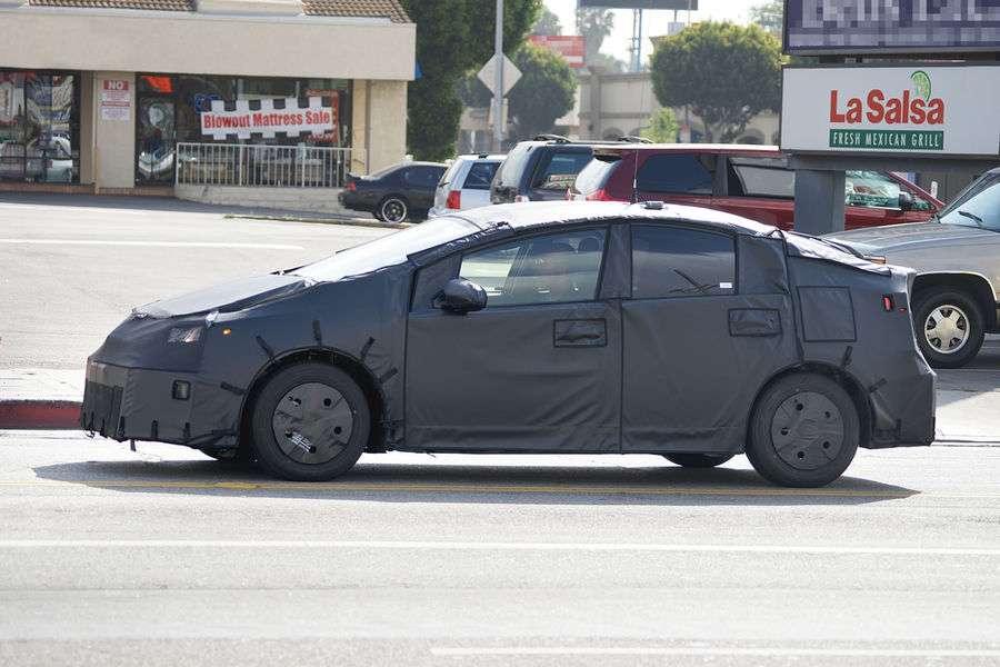 Toyota Prius 2015 spy photos