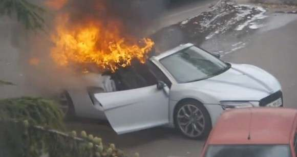 Audi R8 Spyder fire in France