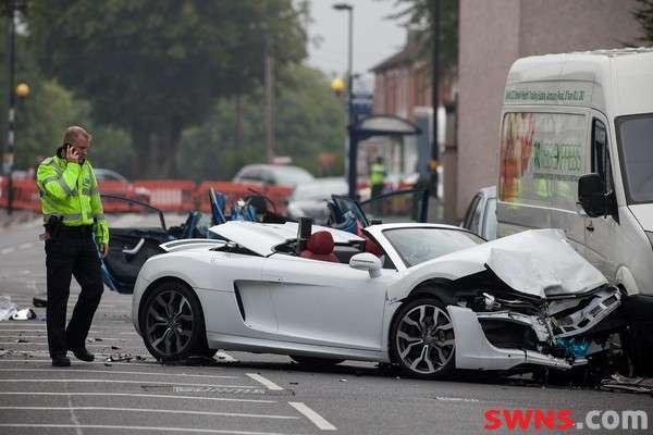 Audi R8 Spyder crash