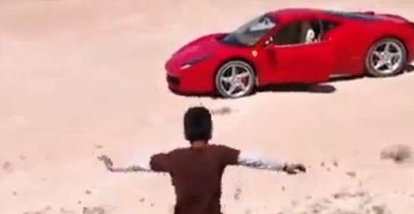 Dziecko w Ferrari 458 Italia