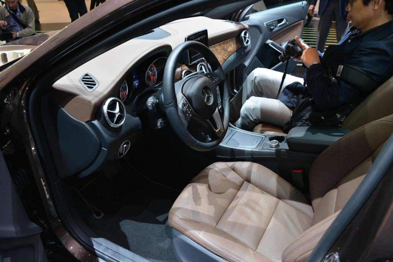 Mercedes GLA 2014 Frankfurt 2013