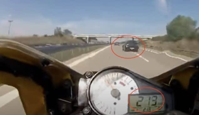 Suzuki Swift i zajechanie drogi motocykliście