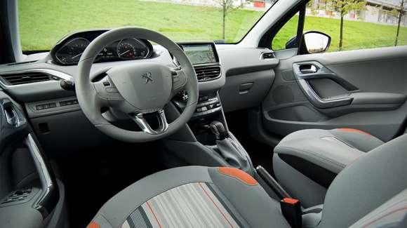 Peugeot 208 interior wnętrze
