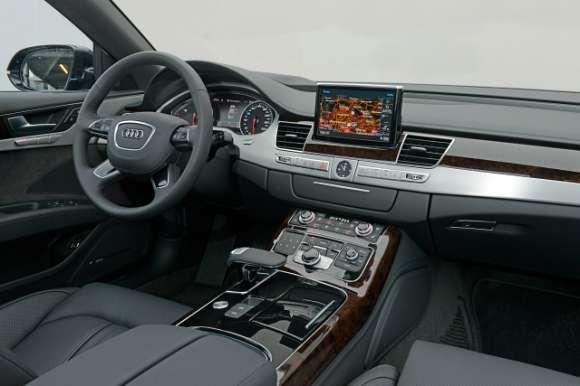 Audi A8 2014 interior wnętrze
