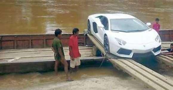 Lamborghini Aventador river
