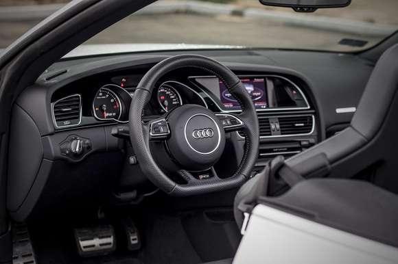 Audi RS5 Cabriolet interior