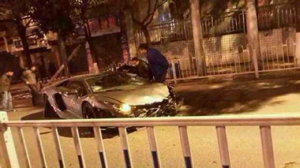 Lamborghini Aventador crash China
