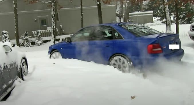 Audi S4 B5 na śniegu (quattro)