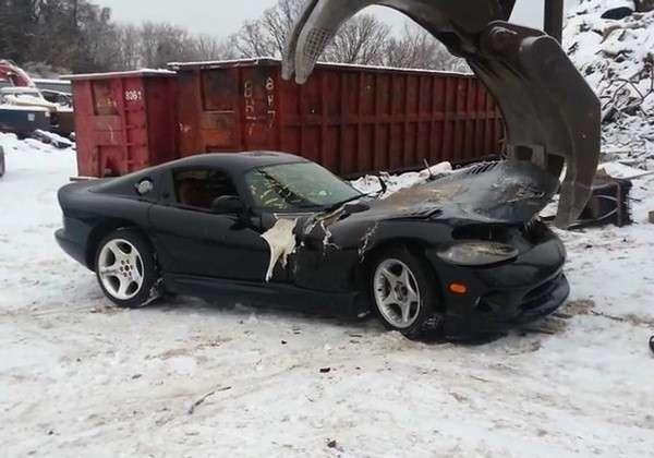 Dodge Viper zniszczony