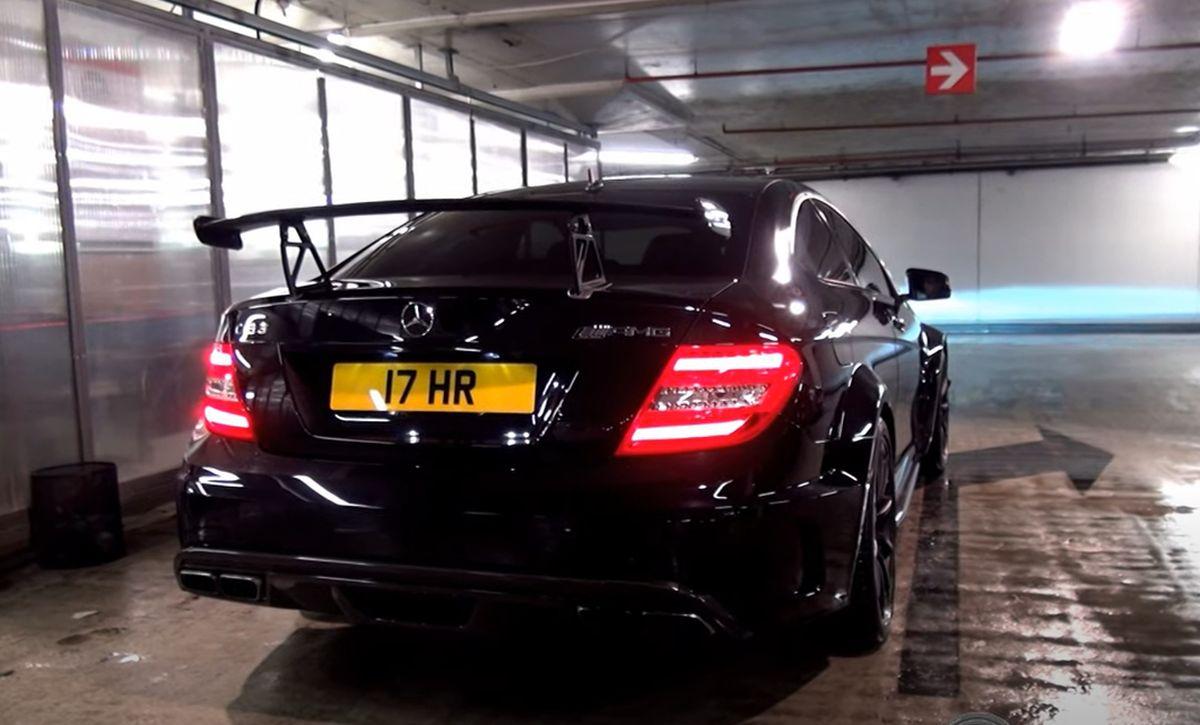 Mercedes C63 AMG Black Series - palenie gumy