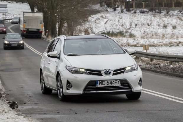 toyota auris ts hybrid test. Black Bedroom Furniture Sets. Home Design Ideas