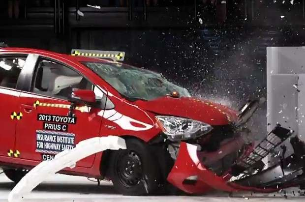 Toyota Yaris crash test