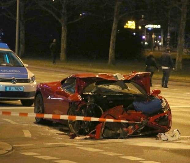 Ferrari 458 Speciale crash
