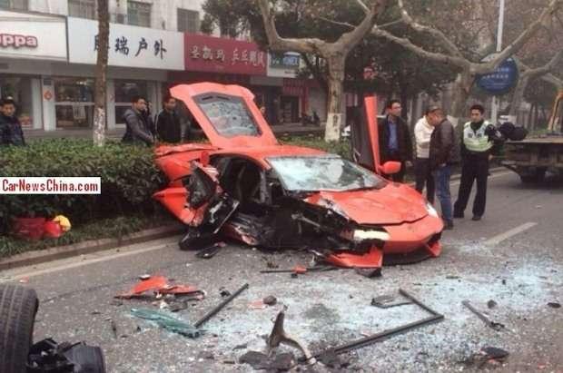 Lamborghini Aventador china crash