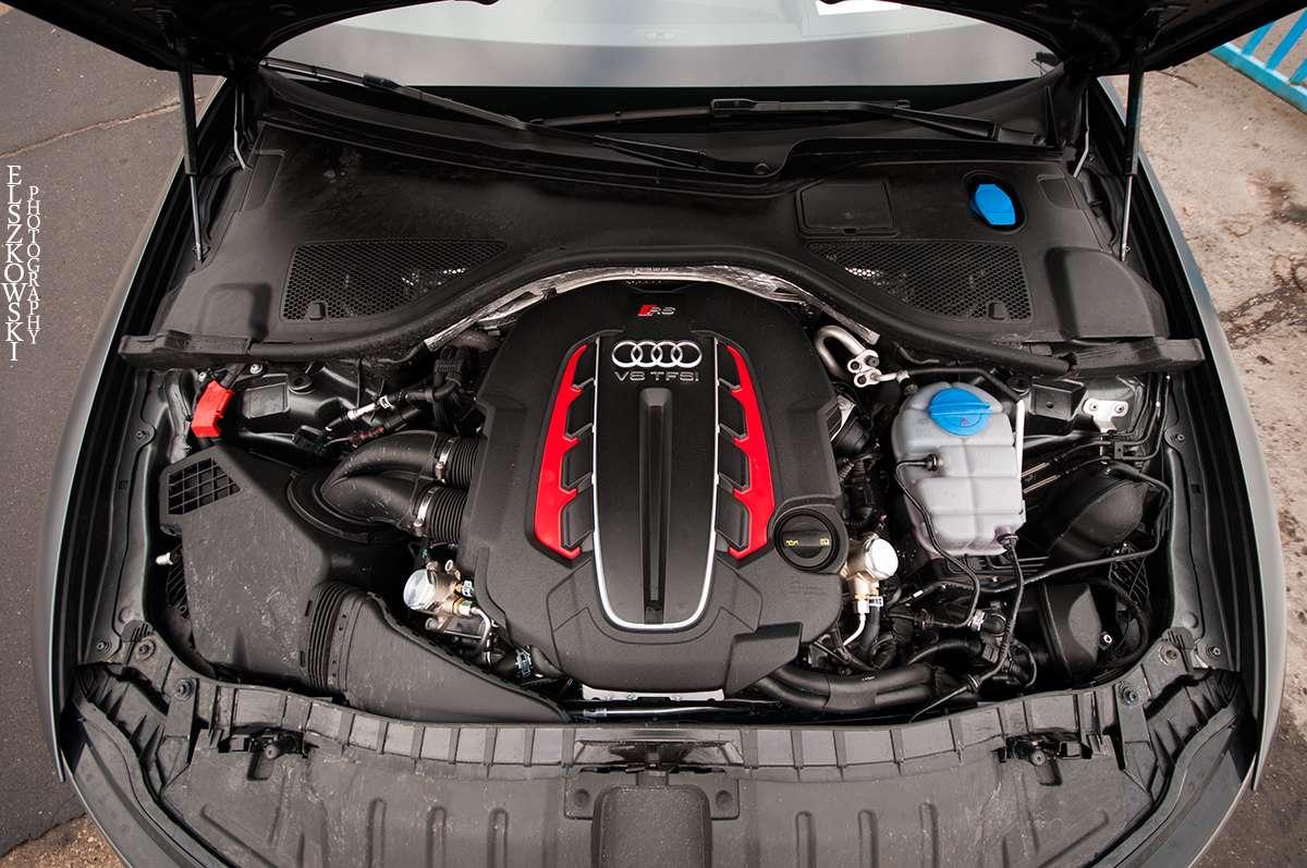 Audi RS6 Avant engine