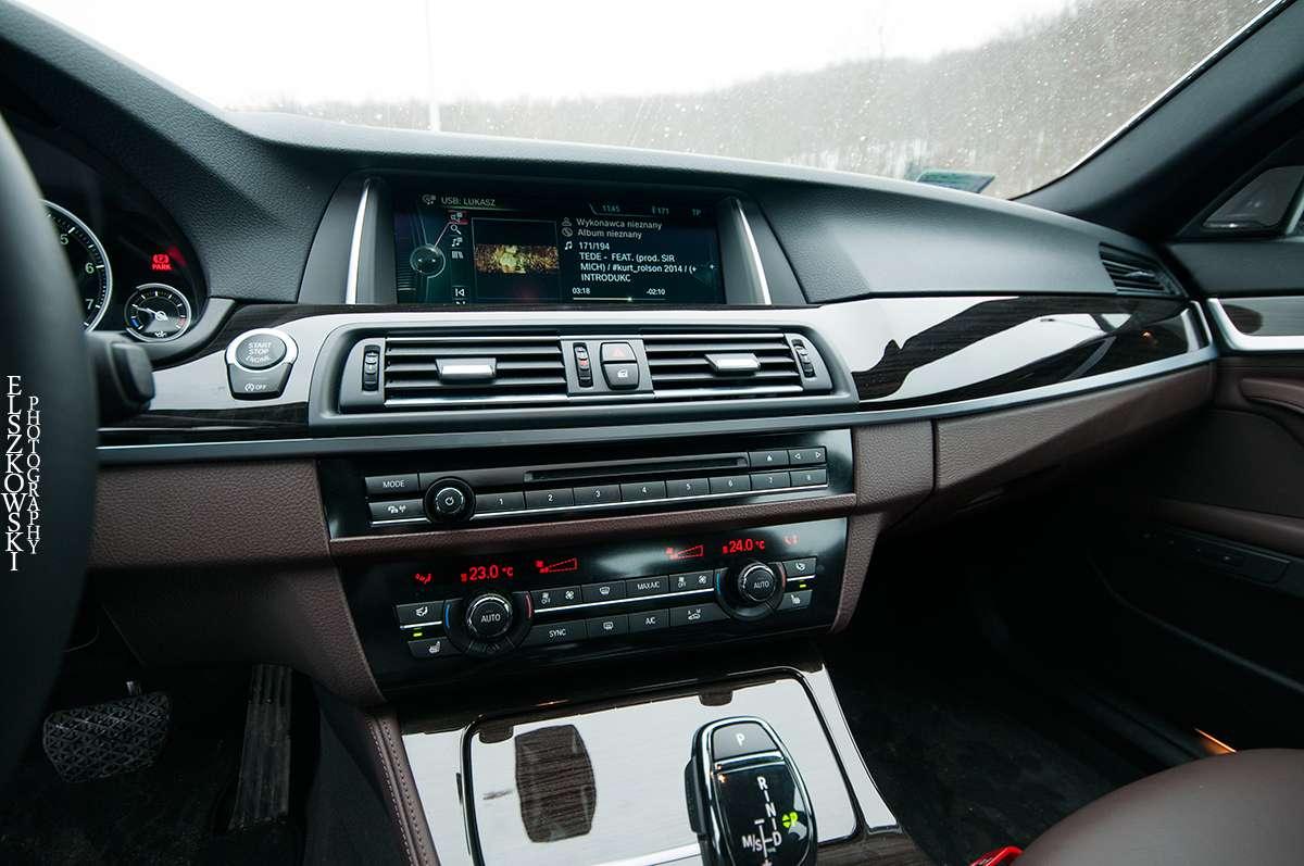 BMW 528i xDrive interior