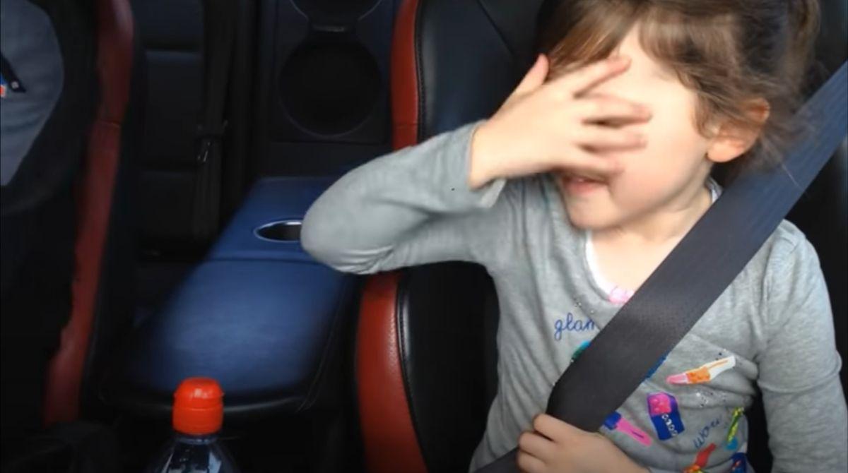 Dziewczynka w 1000-konnym Nissanie GT-R