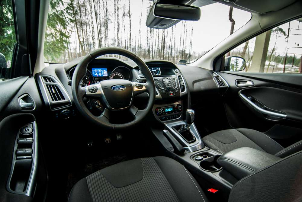 Ford Focus Kombi Titanium interior