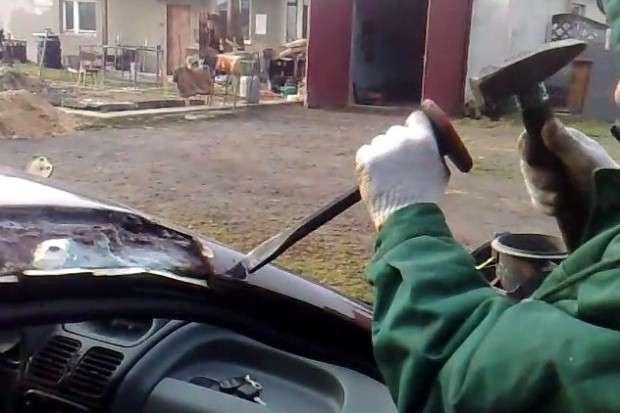 Szpachlowanie samochodu