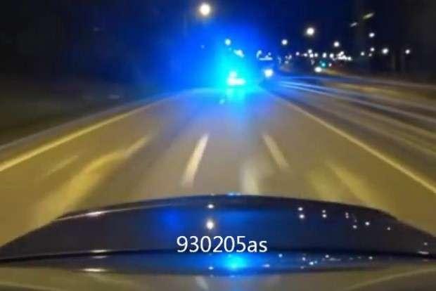 Mercedes C63 AMG vs policja