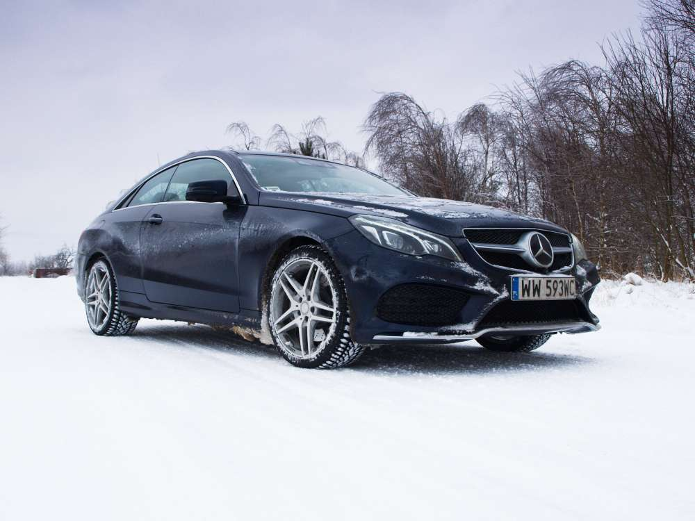 Mercedes E400 Coupe front view