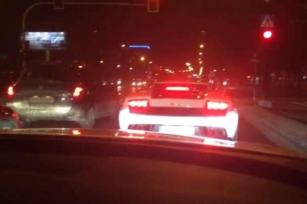 Audi S6 ujeżdża Gallardo