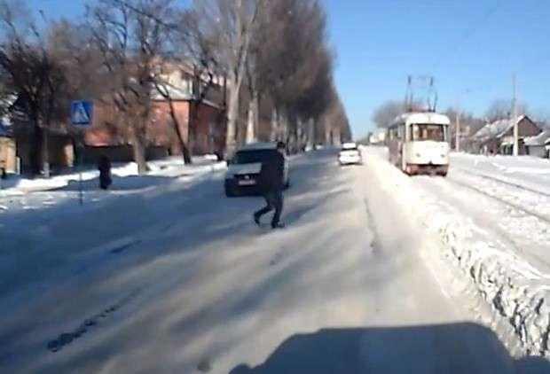 Przebiegł przez ulice