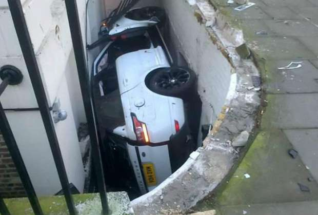 Range Rover Sport crash london