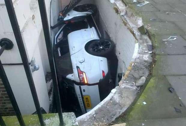 Range Rover Sport crash london